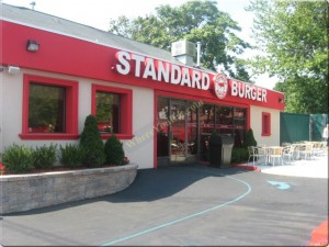 Standard-Burger-outside
